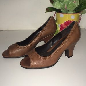 NEW Aerosoles Brown Leather Chunky Heel, size 7.5